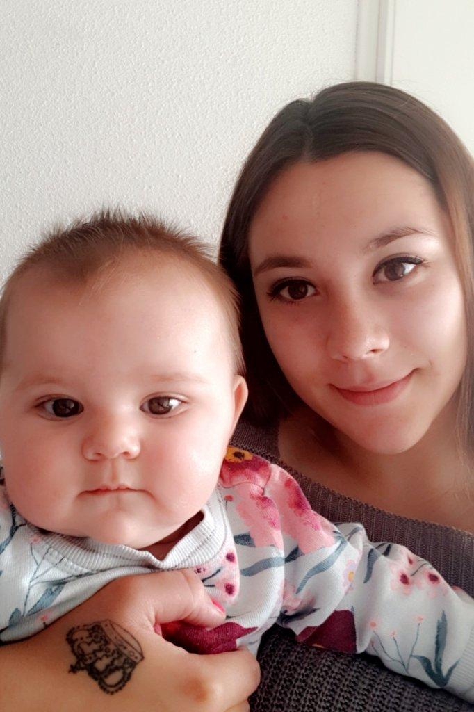 Demi met haar dochter Djaylaila