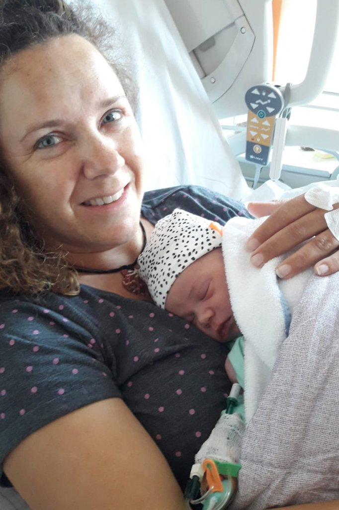 Moeder Janske met de baby.