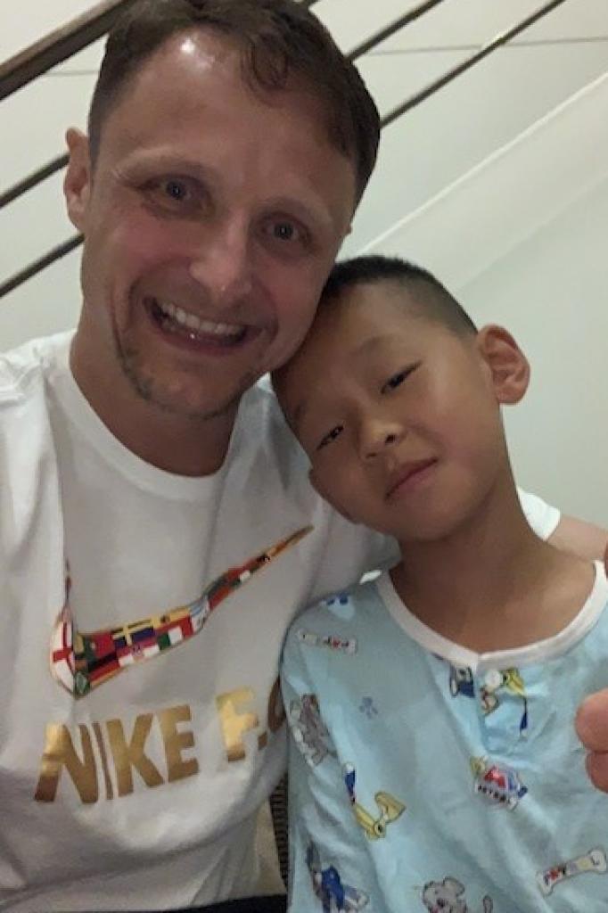 Bernard en JunJun in het ziekenhuis.
