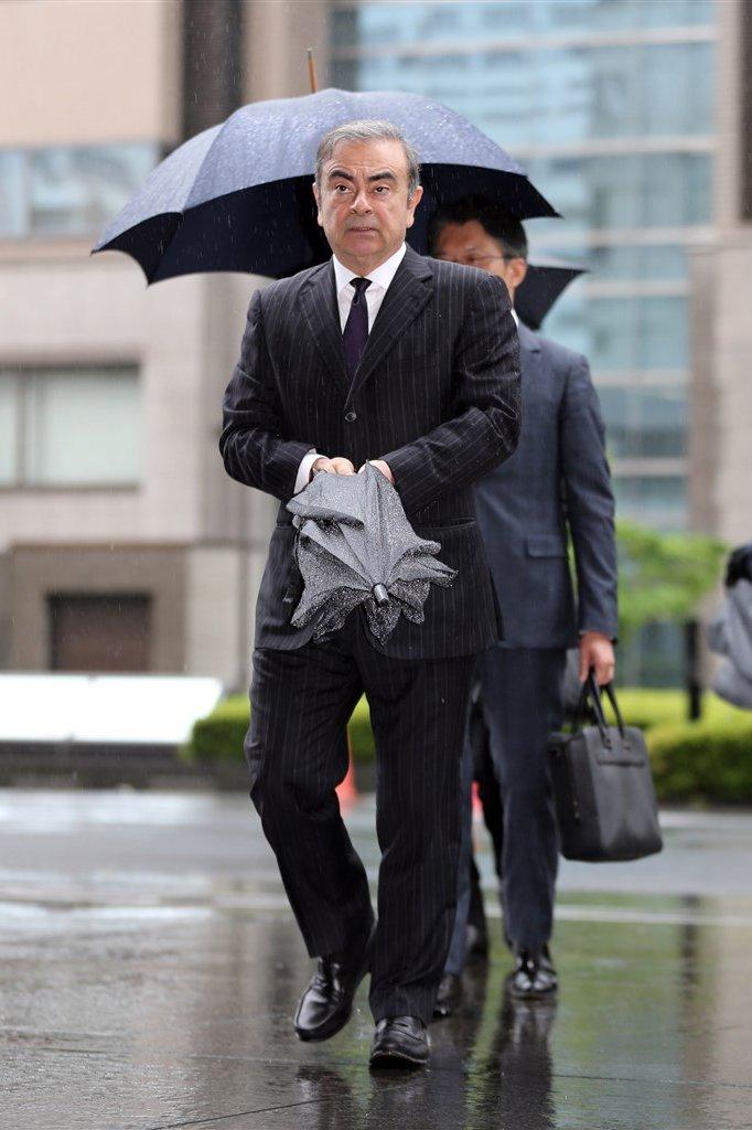 Carlos Ghosn bij de rechtbank in Tokio.