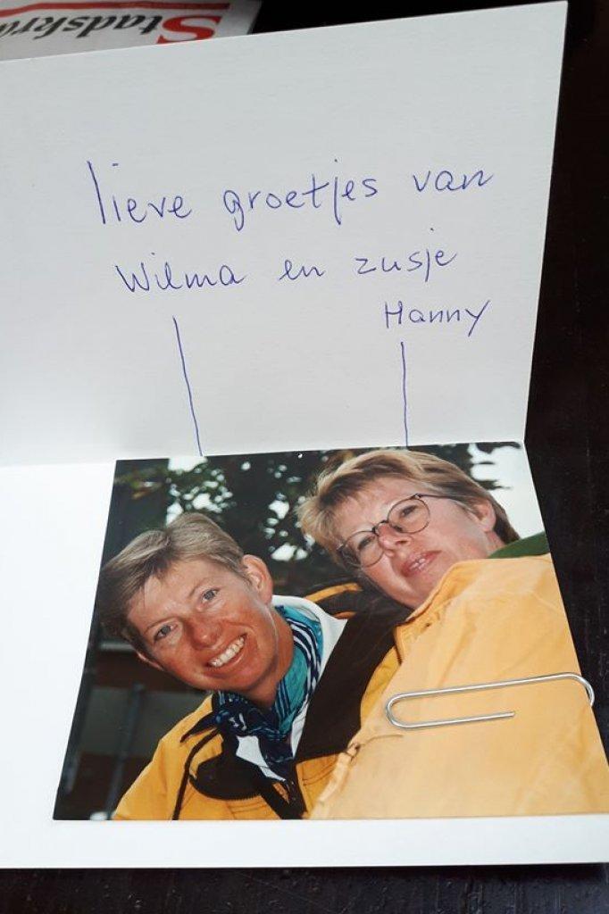 In tijden van de coronacrisis zal Wilma elke dag een kaartje sturen naar Jan met haar foto erbij.