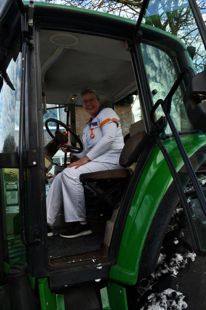 Jolanda in de tractor