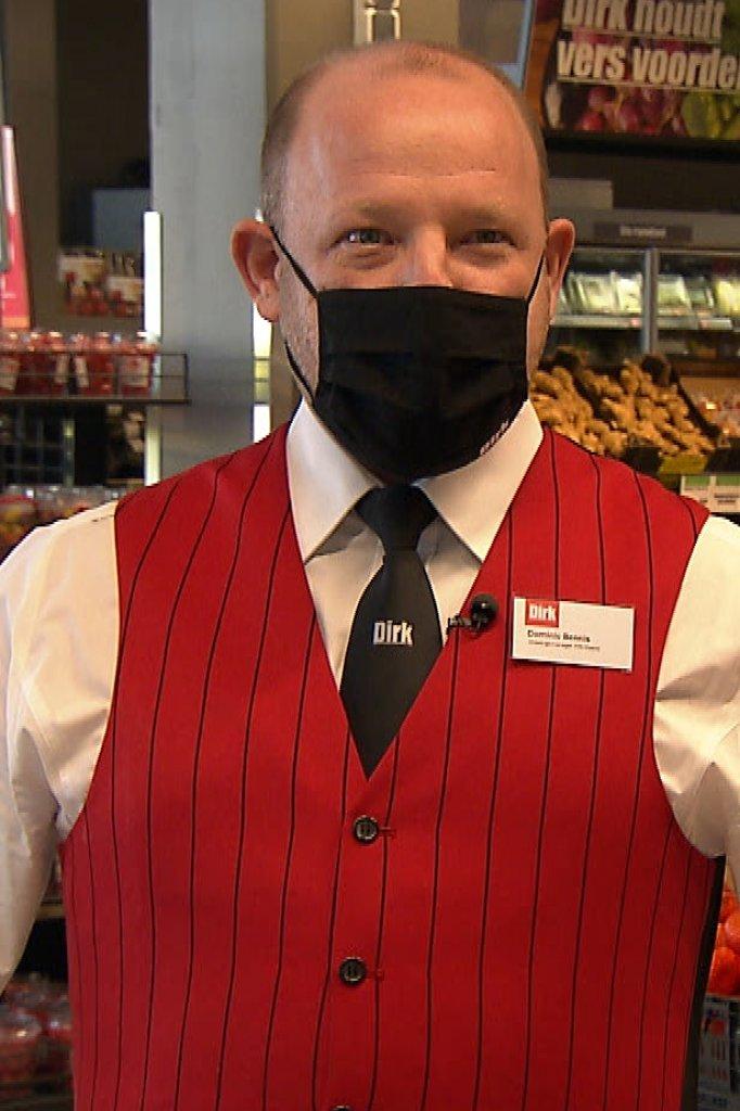 Dominic Bennis werkte tot voor kort bij Holland Casino. Nu is hij in opleiding bij supermarkt Dirk van den Broek.