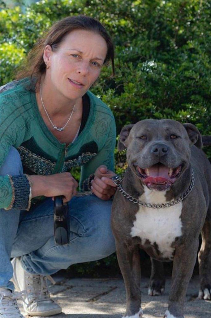 """""""Angelique met onze hond Yara."""""""