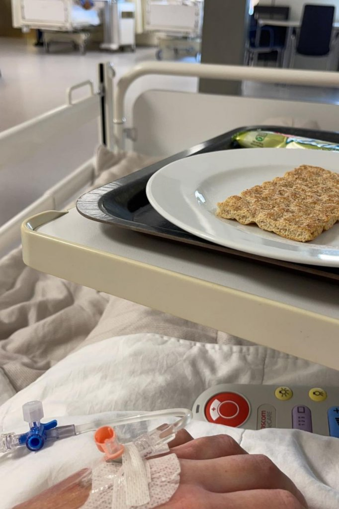 Lisa in het ziekenhuis, na haar operatie