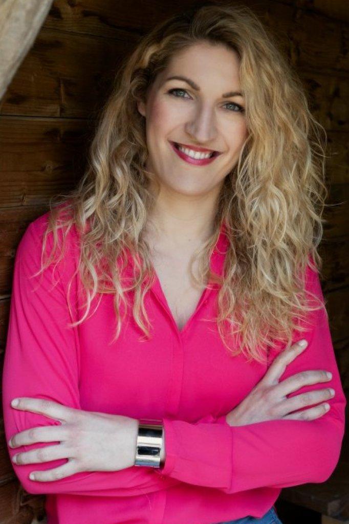 Onze expert: Eveline van de Waterlaat is diëtist en dieetpsycholoog. Ze schreef het boek 'Nu afvallen en nooit meer aankomen' en ook werkt ze als coach en spreker.