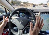 Tesla op automatische piloot botst op bus in Duitsland